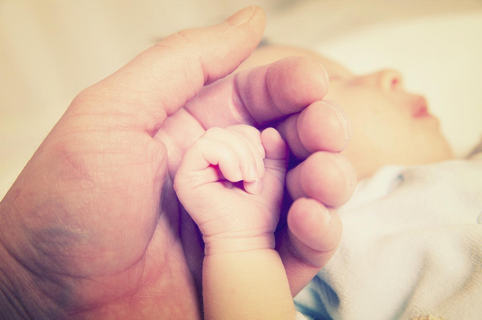 К чему снится держать на руках своего новорожденного ребенка